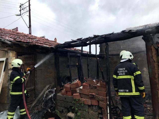 Son dakika haberleri: Amasya'da kömürlükte çıkan yangın bitişikteki evlere sıçramadan söndürüldü