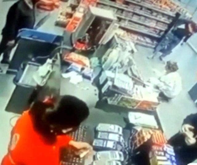 Son dakika haber: Akaryakıt istasyonunda kadına şiddet kamerada