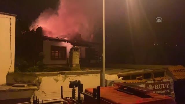 Tarihi yalıboyu evlerinin bulunduğu alandaki otel olarak kullanılan konakta çıkan yangın söndürüldü