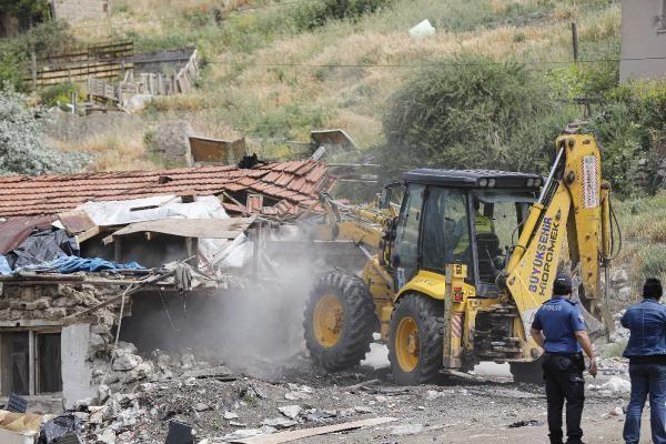 Ankara'da madde bağımlılarının kullandığı binaların yıkımı başladı