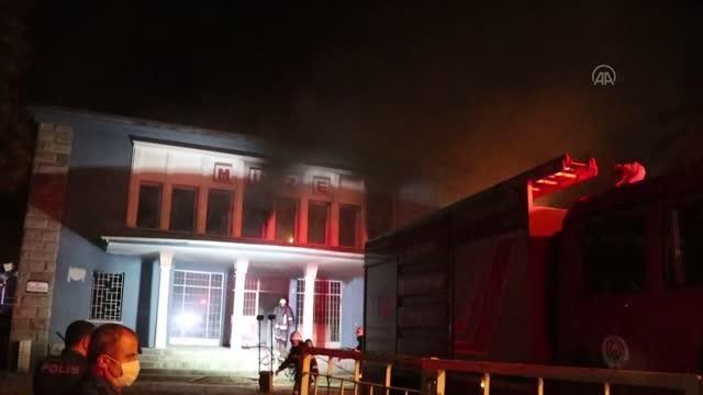 Son dakika haberleri... Eski müze binasında çıkan yangın söndürüldü