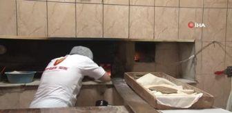 Gaziemir: Hem ekmek ustası hem şarkıcı