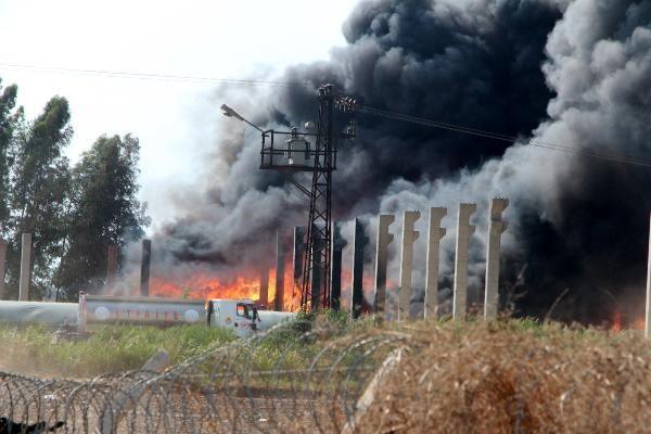 Adana'da plastik atık geri dönüşüm fabrikasında yangın (1)