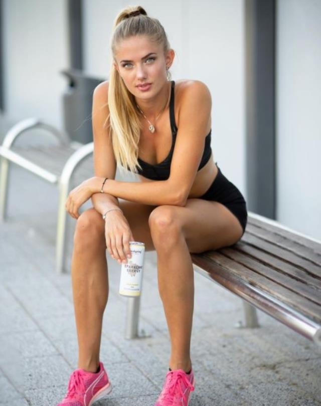 Dünyanın en güzel atleti olarak gösterilen Alica Schmidt, cesur spor kıyafetiyle ortalığı salladı