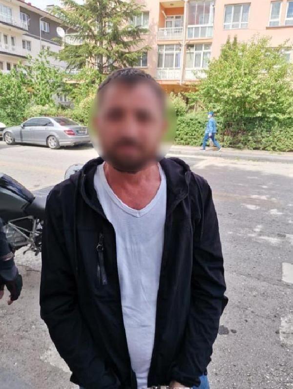 Son dakika haber... Polisin durdurduğu şüphelinin evinden yüklü miktarda uyuşturucu çıktı: 3 gözaltı