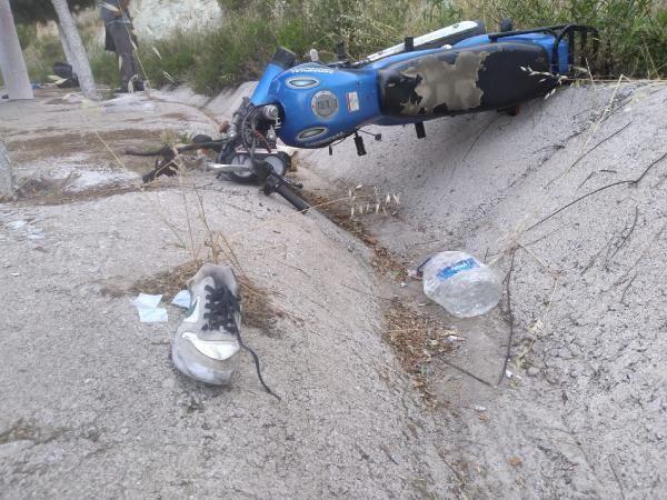 Otomobil ve iki motosikletin karıştığı kazada 3 kişi yaralandı