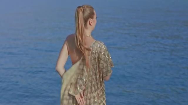 İbo Show'da dans eden oryantal Didem'e bakamayan Bülent Serttaş, yeni klibinde üstsüz kadınları oynattı