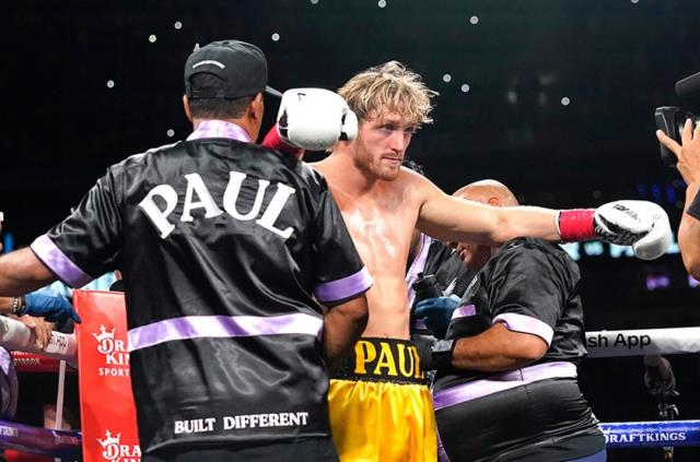 Mayweather rezil oldu! Dünyanın en çok kazanan boksörü, ringde YouTuber'a diş geçiremedi