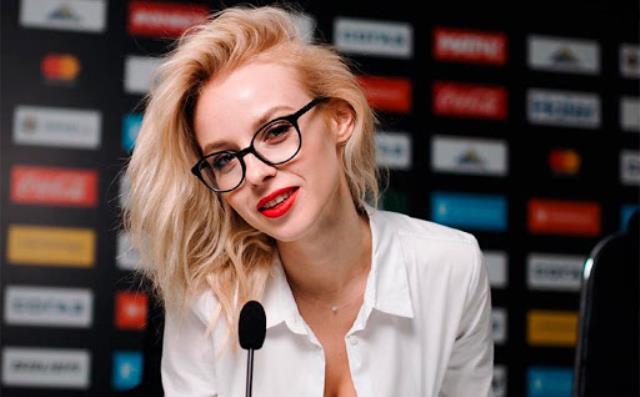 Rusya'da futbol kulübü başkanı, spor spikeriyle çıplak fotoğraflarını paylaştıktan sonra istifa etti