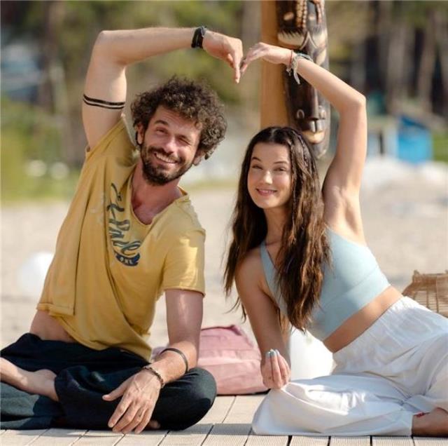 Arkadaşlıkları aşk dönüşen Pınar Deniz ve Yiğit Kirazcı, öpüşürken yakalandı
