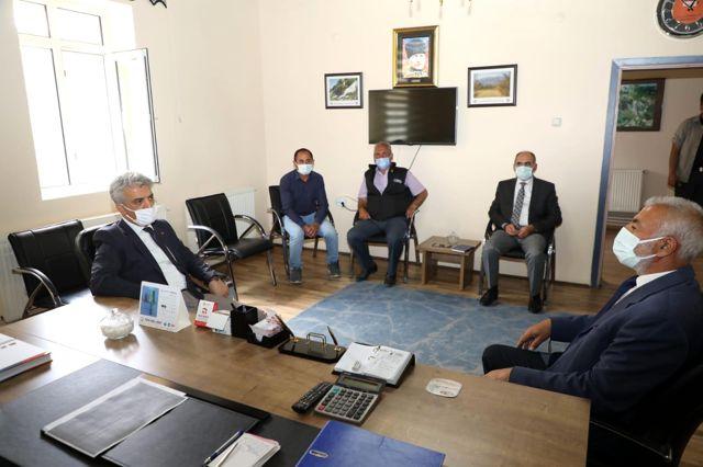 Sayın Valimiz, Beşsaray Köyü Muhtarı Şevki Kurutaş'ı ve Ahmet Uğurlu Dedeyi Ziyaret Etti