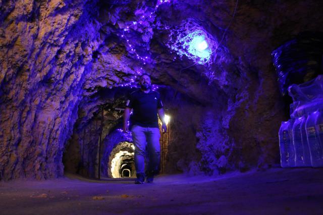 420 metre uzunluğundaki bu tünel lokanta çok farklı! Yemeğe değil, serinlemeye geliyorlar