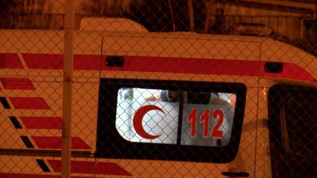 Hareketli dakikalar! Kendisini önce metrobüse sonra ambulansa kilitledi