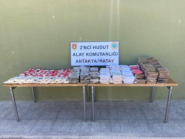 Hatay, Van ve Hakkari sınırlarında yüklü miktarda uyuşturucu madde ile sigara ele geçirildi