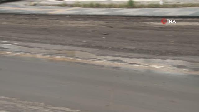 Son dakika: Mamak'ta sağanak sonrası meydana gelen sel altyapı çalışmalarının olduğu yolu tahrip etti