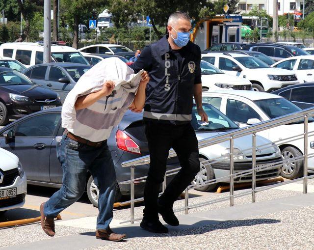 Marketten Ayçiçek yağı çaldı, polisin operasyonuyla gözaltına alındı