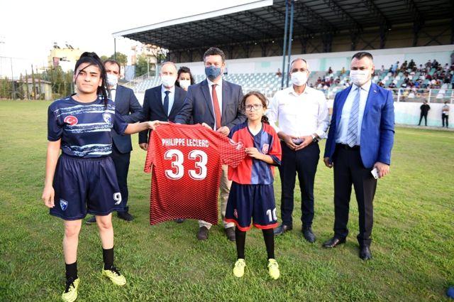 Suriyeli ve Türk çocukların dostluk maçı