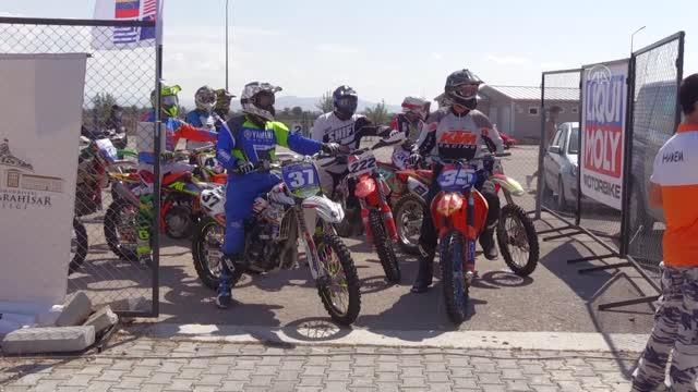 AFYONKARAHİSAR - Motokros şampiyonaları antrenman turlarıyla başladı
