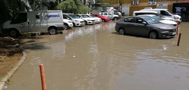 Son Dakika: İstanbul'da şiddetli yağmur bir anda bastırdı! Meteoroloji'den sarı kodlu sel ve dolu uyarısı geldi