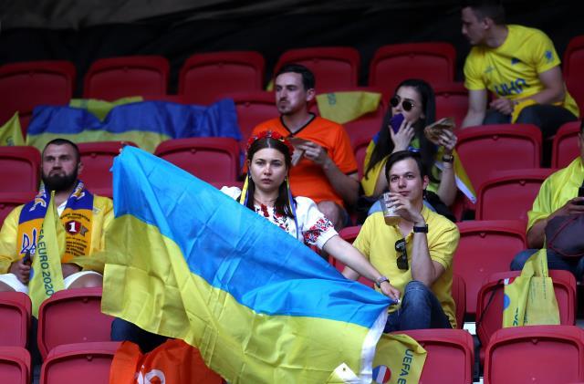 EURO 2020 C Grubu'nda Hollanda-Ukrayna maçı, tribünlerde renkli görüntülere sahne oldu