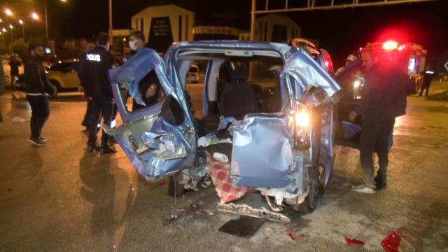 İki aracın çarpışması sonucu can pazarı yaşandı: 10 yaralı