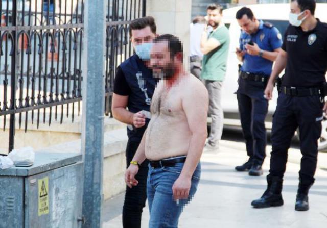 Mahalle pompalı seslerine ayaklandı! Trans birey tartıştığı arkadaşını kulağından vurup, kendisini eve kilitledi