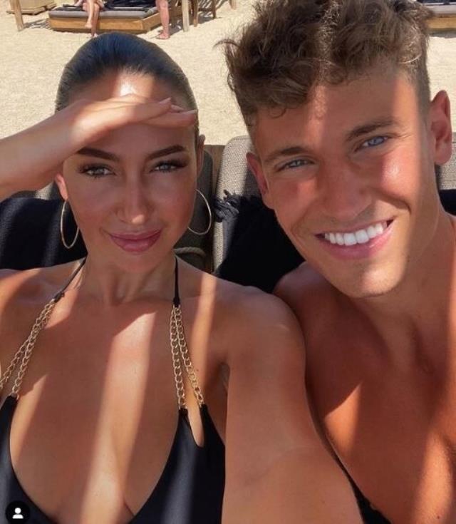 Koronavirüse yakalandığı için İspanya kadrosundan çıkarılan Llorente, model sevgilisiyle tatile gitti