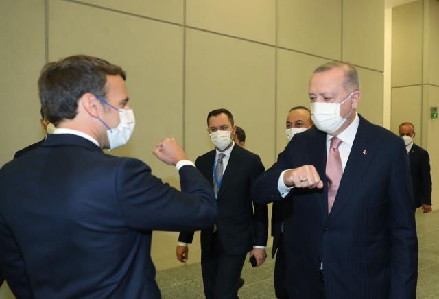 NATO Liderler Zirvesi'nde Erdoğan'la bir araya gelen Macron'dan ilk açıklama: Ortak stratejilerin netleştirilmesine vurgu yaptım