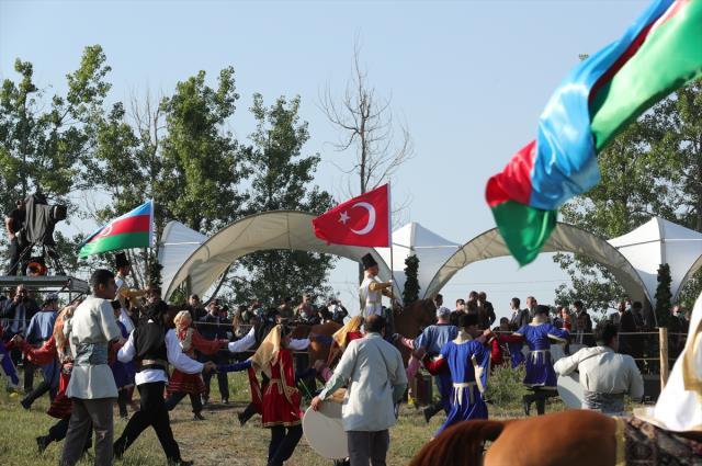 Cumhurbaşkanı Erdoğan'a Azerbaycan'da büyük sürpriz! Aliyev at hediye etti