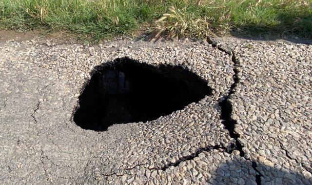 Deprem bölgesi Afyon'da 1 kilometre uzunluğunda yarık oluştu