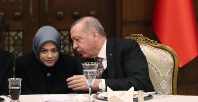 Erdoğan'a NATO zirvesinde eşlik eden kişi Cumhurbaşkanlığı'nda görevli Fatima Gülham Abushanab çıktı