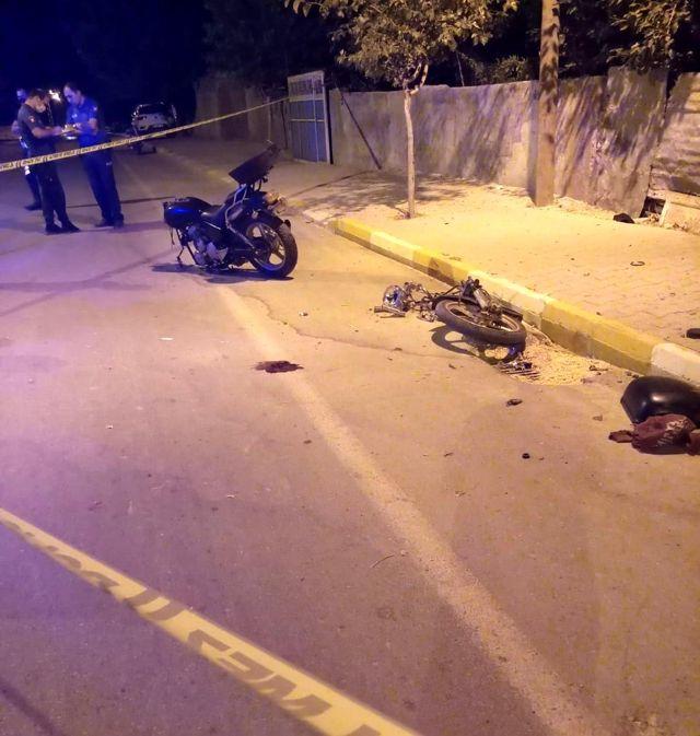 Motosiklet elektrik direğine çarparak parçalandı: 1 ölü