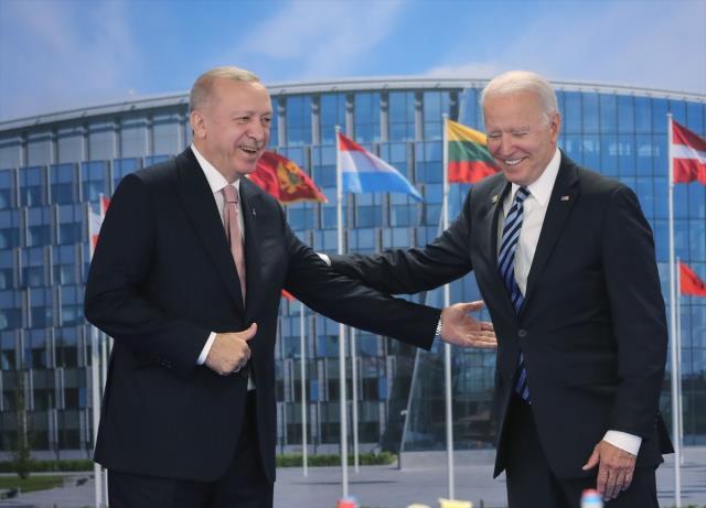NATO Zirvesi'ndeki liderlerin beden dili analizi! En ilginç yorum Erdoğan - Macron buluşmasına yapıldı