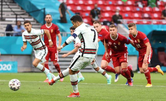 Portekiz'in Macaristan'ı yendiği maçta Cüneyt Çakır'ın verdiği penaltıda golü atan Ronaldo tarihe geçti