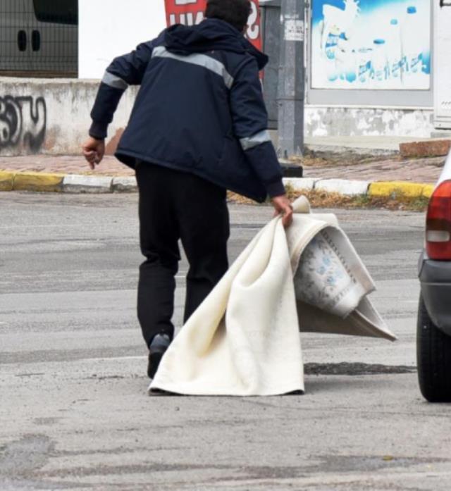 Balkonda halı çırpan kadın beton zemine düşerek feci şekilde can verdi