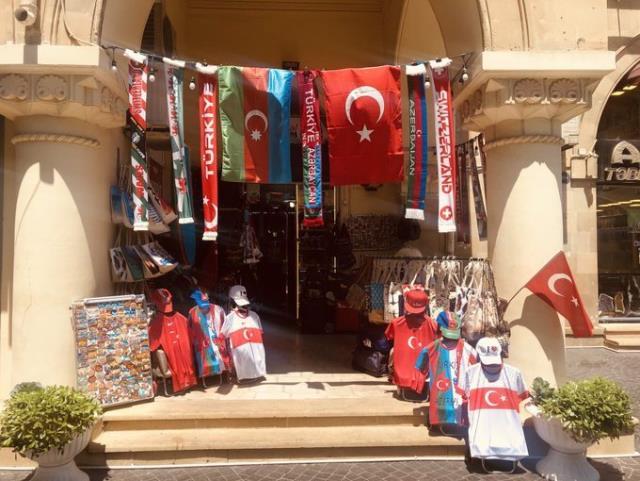 İstanbul değil Bakü! A Millilerin Galler maçı öncesi sokaklar şölen yerine döndü