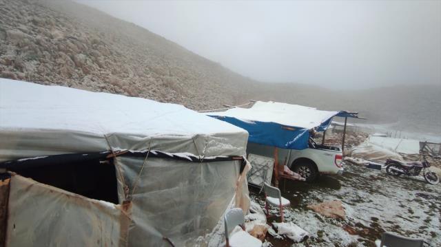 Kaş'ta yüksek kesimlere kar yağdı