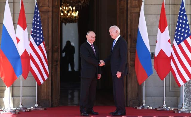 Tam 12 dakika bekletti! Tüm gözlerin çevrildiği Biden-Putin görüşmesi başladı