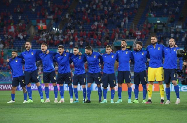 Başarının sırrı bu karede! İtalyan futbolcular milli marşlarını haykırarak okudu