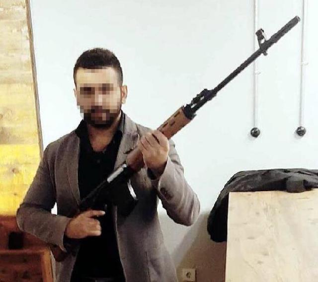HDP İzmir il binasında 1 kişiyi öldüren saldırganın binaya giriş anları kamerada