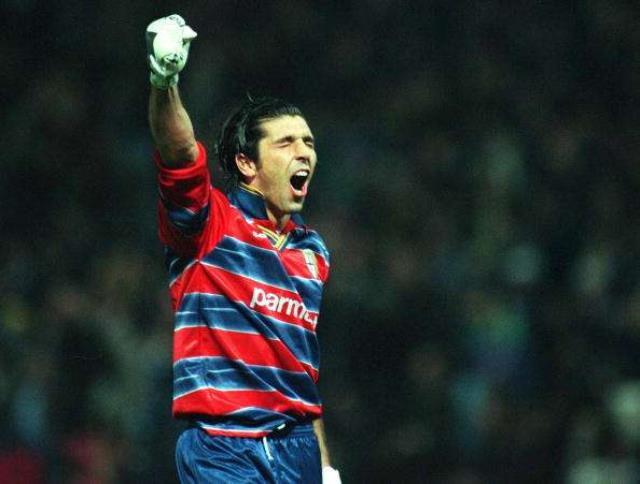 Herkes gitti o kaldı! 43 yaşında Parma'ya imza atan Buffon, 'Superman' videosuyla tanıtıldı