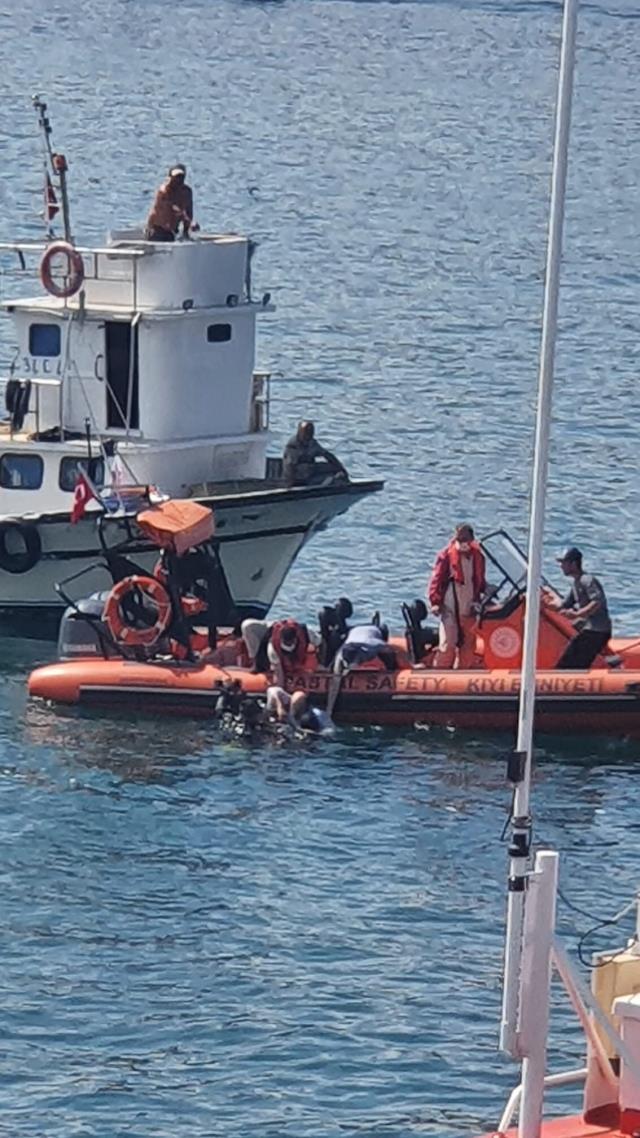 Yavuz Sultan Selim Köprüsü altında bulunan balıkçı teknesine gemi çarptı: 1 yaralı