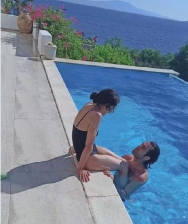 Camdaki Kız'ın Cana'sı Hande Ataizi, 21 yaş küçük sevgilisiyle havuzdaki eğlenceli anlarını paylaştı