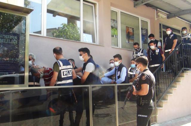 Polis katillerinin sevkinde dikkat çeken detay! Meslektaşları, operasyona yakalarında şehidin fotoğrafı ile gitti