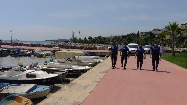 Sahili kaplayan müsilaj nedeniyle Darıca'da denize girmek yasaklandı