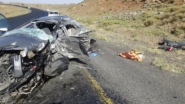 Diyarbakır'da iki farklı yerde iki kaza: 3 ölü, 10 yaralı