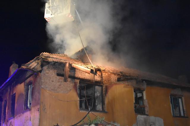 Yangında 3 küçük kardeş hayatını kaybetti, acılı aile yıkıldı