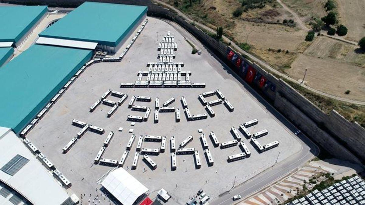 İzmir'in Ulaşım Filosuna 364 Otobüs Birden Katıldı