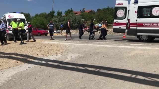 Son dakika haberleri: 2 otomobilin çarpışması sonucu 1 kişi öldü, 7 kişi yaralandı