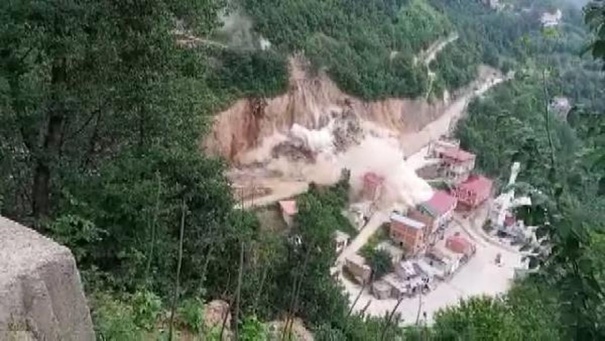 Dynamite was detonated in the road work; The town hall and a house were damaged